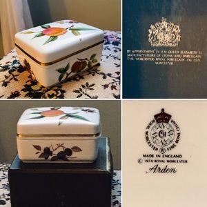 NIB 1974 Vintage Royal Worcester Arden Box!